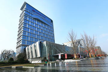 Crowne Plaza Chengdu Wenjiang and Holiday Inn Express